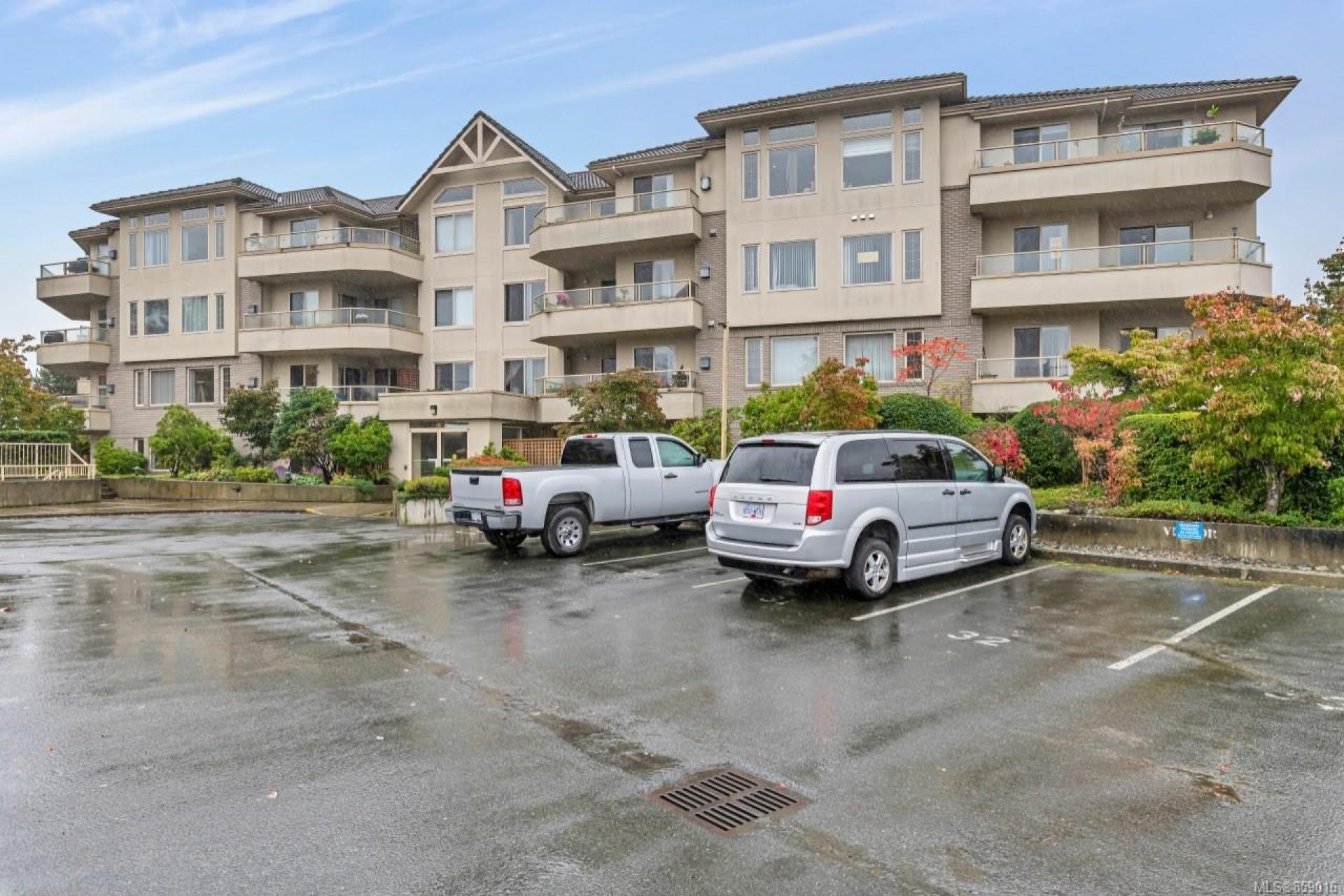 302 - 3700 Carey Road, Gateway, Saanich West